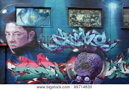 Street art Eric Lapointe and Mars attack