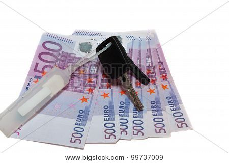 banknotes of 500 euros and the car keys