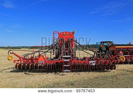 Vaderstad Spirit 600C Seed Drill On Stubble Field