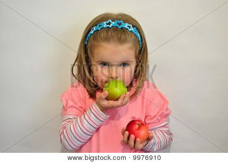 At the girl in hands two apples