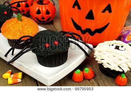 Halloween cupcakes with candy and decor