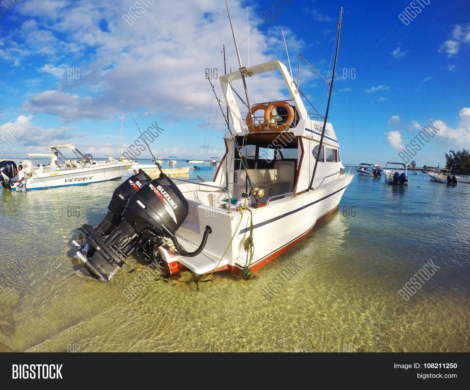 FLIC EN FLAC, MAURITIUS ISLAND - NOVEMBER 2, 2015: The Vagabond 3 big game fishing boat with two ...