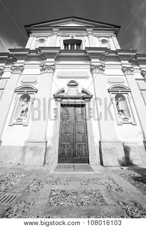Travel Old Architecture In Italy Europe Milan Religion       And Sunlight