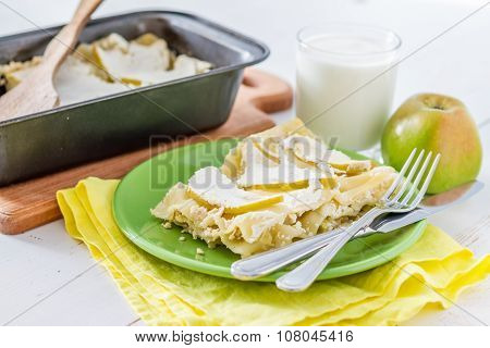 Apple and cottage cheese lasagne