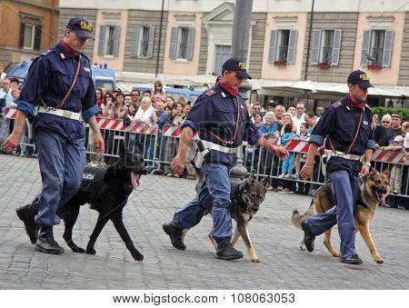 Dog Lovers Of The Italian Police