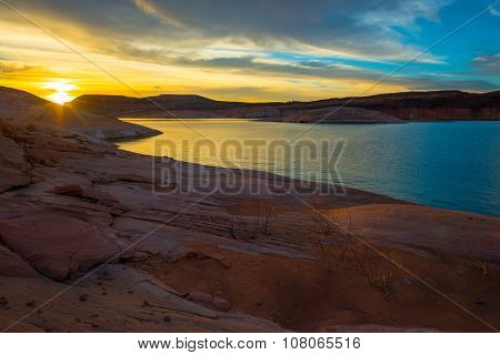 Lake Powell Sunrise Utah Usa