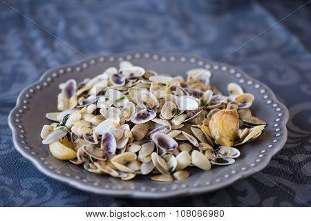 Stir Fried Clams With Roasted Paste,garlic, Lemon, Cilantro