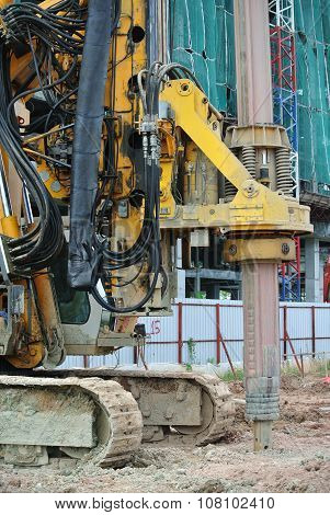 Bore pile rig machine in the construction site