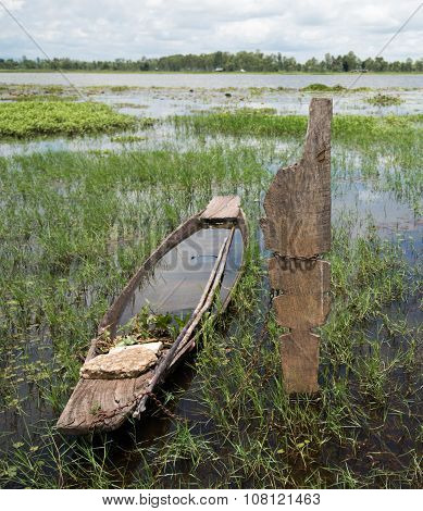 Old Wooden Canoe Fishing Boat Asia Lakes And Rivers