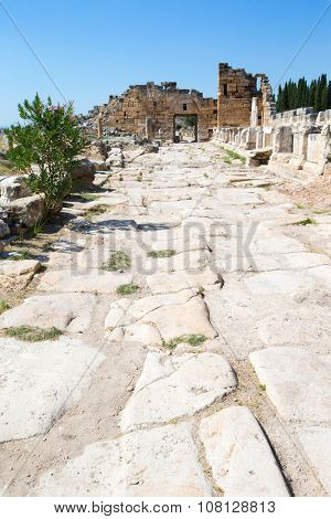 Ancient ruins in Hierapolis, Pamukkale, Turkey.