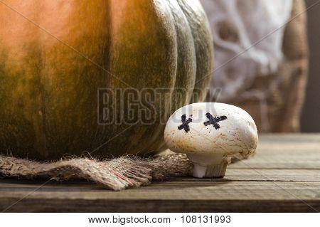 Halloween Pumpkin With Ghost Champignon