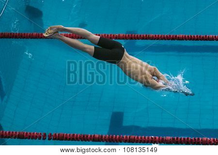 start athlete swimmer on distance freestyle