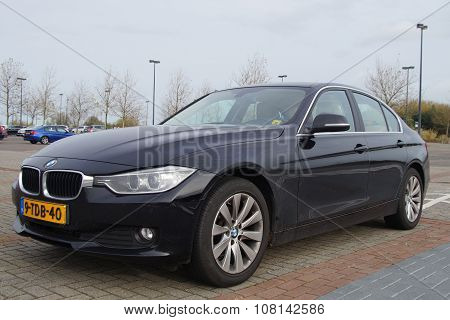 Black BMW 316i sedan - Front view