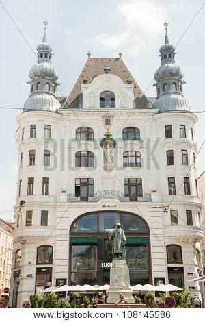 Johannes Gutenberg Memorial Statue - Vienna
