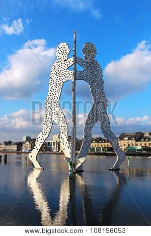 Molecule Man Sculpture On The Spree River In Berlin