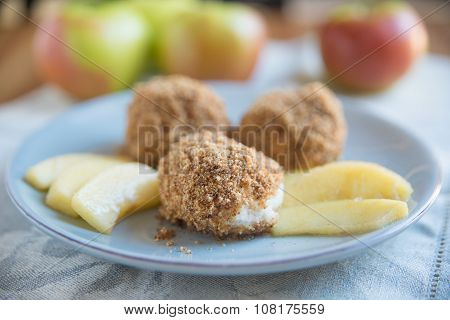 Sweet dumplings with breadcrumbs and cinnamon apples
