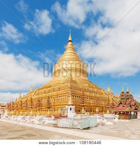 Shwezigon Paya, golden pagoda in Bagan, Myanmar.