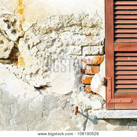 Red Window  Varano   Italy   Abstract  Sunny Day     Blind In The Concrete  Brick