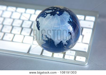 Cristal globe of the Earth on a Computer