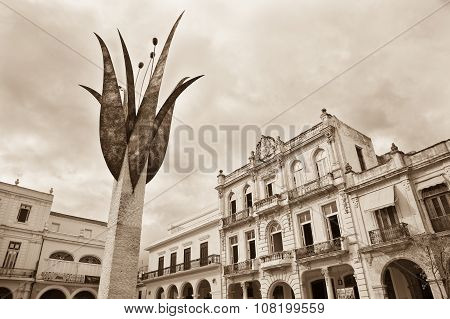 Monument, Plaza Vieja, Havana, Cuba