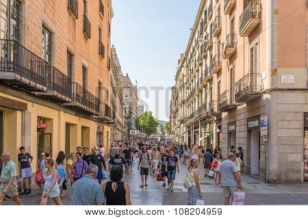 Barcelona, shopping in the pedestrian zone