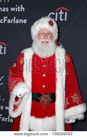LOS ANGELES - NOV 14:  Santa Claus at the The Grove Christmas with Seth MacFarlane 2015 at the The Grove on November 14, 2015 in Los Angeles, CA
