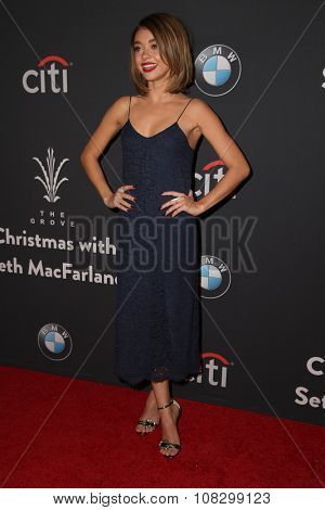 LOS ANGELES - NOV 14:  Sarah Hyland at the The Grove Christmas with Seth MacFarlane 2015 at the The Grove on November 14, 2015 in Los Angeles, CA