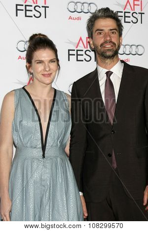 LOS ANGELES - NOV 12:  Lily Rabe, Hamish Linklater at the AFI Fest 2015 - Presented by Audi - The Big Short Gala Screening at the TCL Chinese Theater on November 12, 2015 in Los Angeles, CA