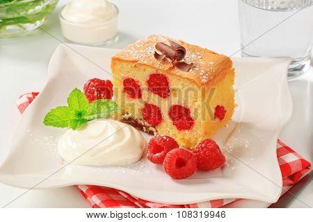 Raspberry sponge cake with sour cream