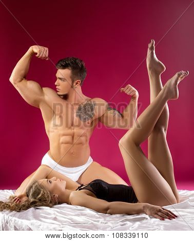 Narcissist admires his muscles instead of girl