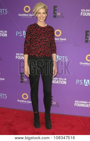 LOS ANGELES - NOV 15:  Jenna Elfman at the Express Yourself 2015 presented by P.S. ARTS at the Barker Hanger on November 15, 2015 in Santa Monica, CA