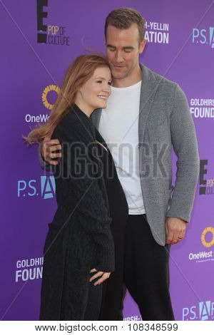 LOS ANGELES - NOV 15:  Kimberly Van Der Beek, James Van Der Beek at the Express Yourself 2015 presented by P.S. ARTS at the Barker Hanger on November 15, 2015 in Santa Monica, CA