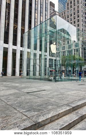NEW YORK - SEPTEMBER 06: Modern Glass Entrance with Logo to Apple Store on Fifth Avenue in New York City, New York, USA. September 06 2015.