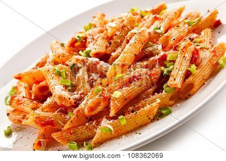 Penne, tomato sauce and vegetables