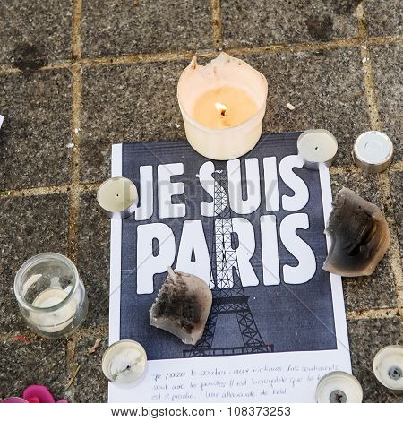 Je Suis Paris Message with candles