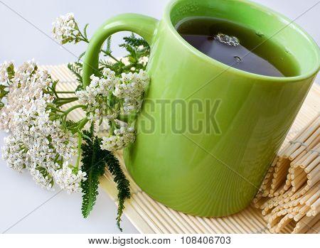 Achillea Millefolium Plant With Flowers / Fresh Yarrow Tea - Herbal Healing Homemade Remedy