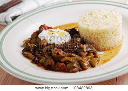 Vegetable stew with bulgur and yogurt