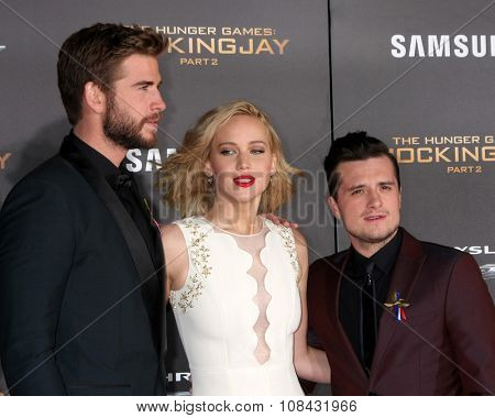 LOS ANGELES - NOV 16:  Liam Hemsworth, Jennifer Lawrence, Josh Hutcherson at the