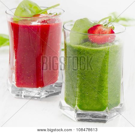 Healthy Spinach And Strawberry Smoothies