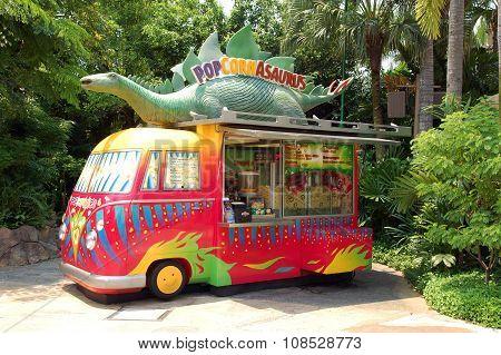 Popcornasaurus Van in Universal Studios Singapore