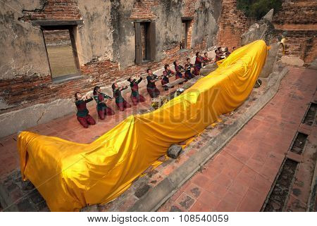 Ancient Warrior Make A Pilgrimage To Reclining Buddha.