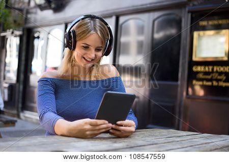 girl with an ebook listening to music