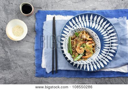 Kingprawns with Rice Noodles and Vegetable in Bowl