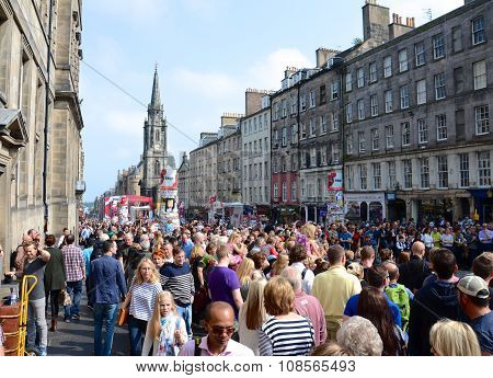 EDINBURGH, AUGUST 25, 2013: Tourists in Edinburgh for the festival.