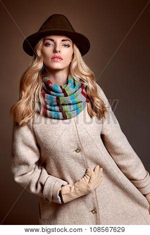 Fashion beauty woman in stylish coat hat, autumn