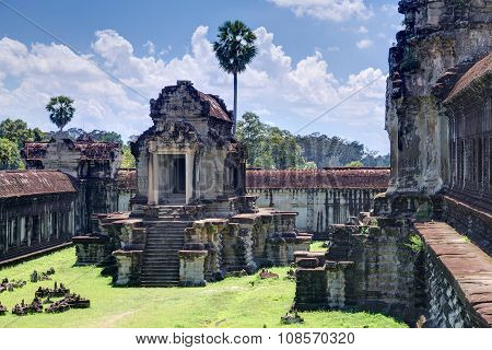 North Thousand God Library Of The Angkor Wat  Complex