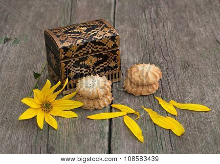 Casket, Two Linking Of Cookies And Yellow Flower