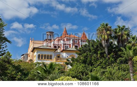 Luxury Villa In Tropical Greenery
