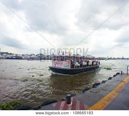 Bangkok - September 29: Taxi Boats Transporting Passengers On September 29, 2015 In Bangkok