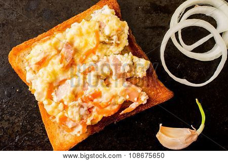 Sandwich With Scrambled Eggs With Onion And Garlic